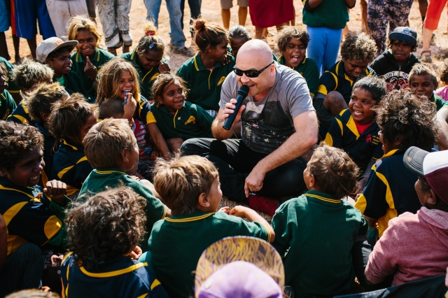 Adam Thompson from Chocolate Starfish sing with the children at Watson. Image Cameron Zegers Photography