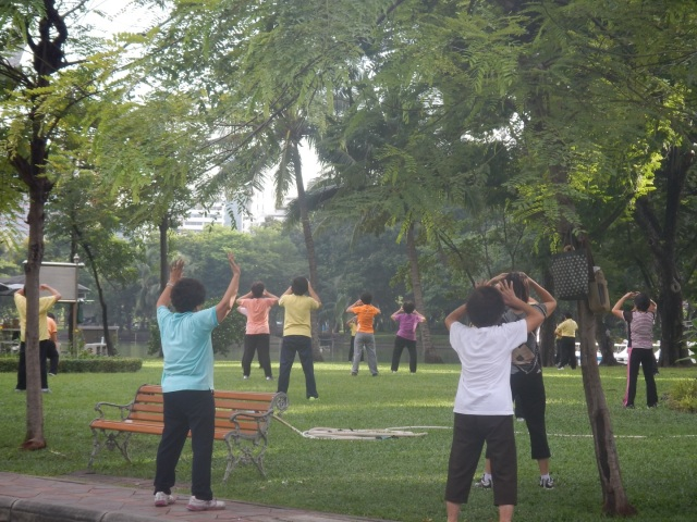 tai chi takes place throughout Lumpini Park