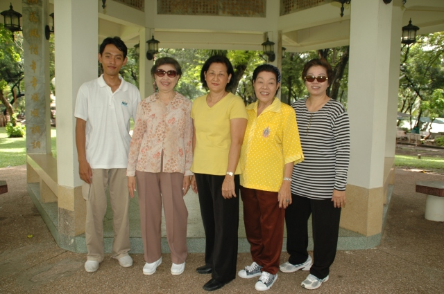 The lovely group that invited me to join them to tai chi
